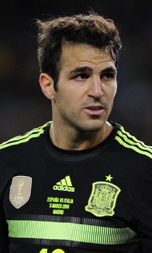 05.mar.2014 - Cesc Fàbregas observa jogada durante amistoso contra a Itália em Madri