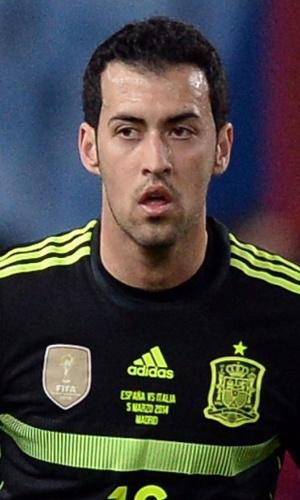 05.mar.2014 - Sergio Busquets, da Espanha, tenta jogada durante amistoso contra a Itália em Madri