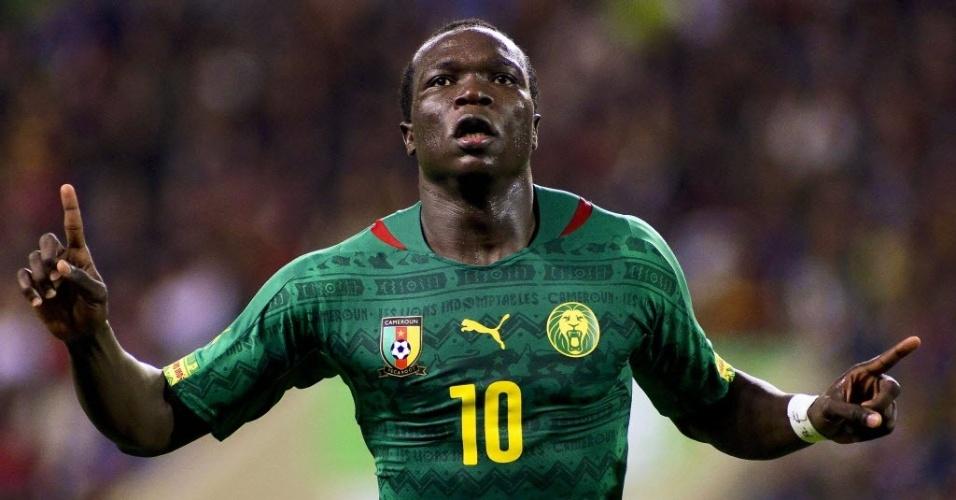 05.mar.2014 - Vincent Aboubakar comemora gol de Camarões no amistoso contra Portugal em Leiria
