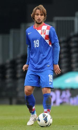 06.fev.2013 - Niko Kranjcar, da Croácia, domina a bola durante amistoso contra a Coreia do Sul em Londres