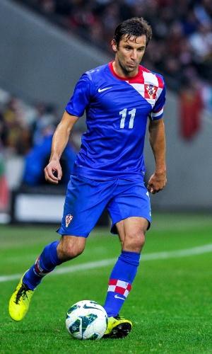 10.jun.2013 - Hrvoje Milic, da Croácia, conduz a bola durante amistoso contra Portugal em Genebra (Suíça)