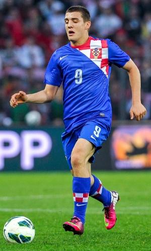 10.jun.2013 - Mateo Kovacic, da Croácia, domina a bola durante amistoso contra Portugal em Genebra (Suíça)