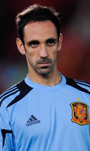 11.out.2013 - Juanfran se aquece para a partida entre Espanha e Belarus pelas eliminatórias da Copa do Mundo-2014