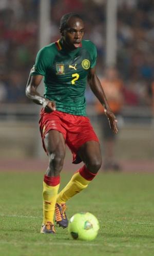 13.out.2013 - Allan Nyom, de Camarões, domina a bola durante a partida contra a Tunísia pelas eliminatórias da Copa do Mundo-2014