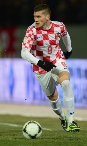 15.nov.2013 - Ante Rebic, da Croácia, conduz a bola durante a partida contra a Islândia pelas eliminatórias da Copa-2014