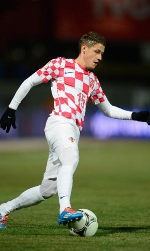 15.nov.2013 - Ivo Ilicevic, da Croácia, domina a bola durante a partida contra a Islândia pelas eliminatórias da Copa do Mundo-2014