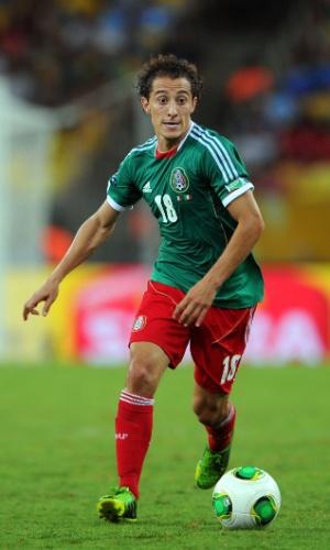 16.jun.2013 - Andrés Guardado, do México, conduz a bola durante a partida contra a Itália pela Copa das Confederações
