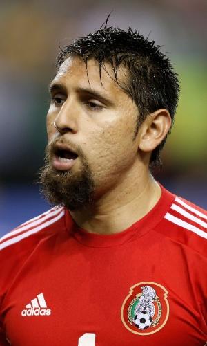 20.jul.2013 - Jonathan Orozco, goleiro do México, canta o hino nacional do seu país antes da partida contra Trinidad e Tobago pela Copa Ouro