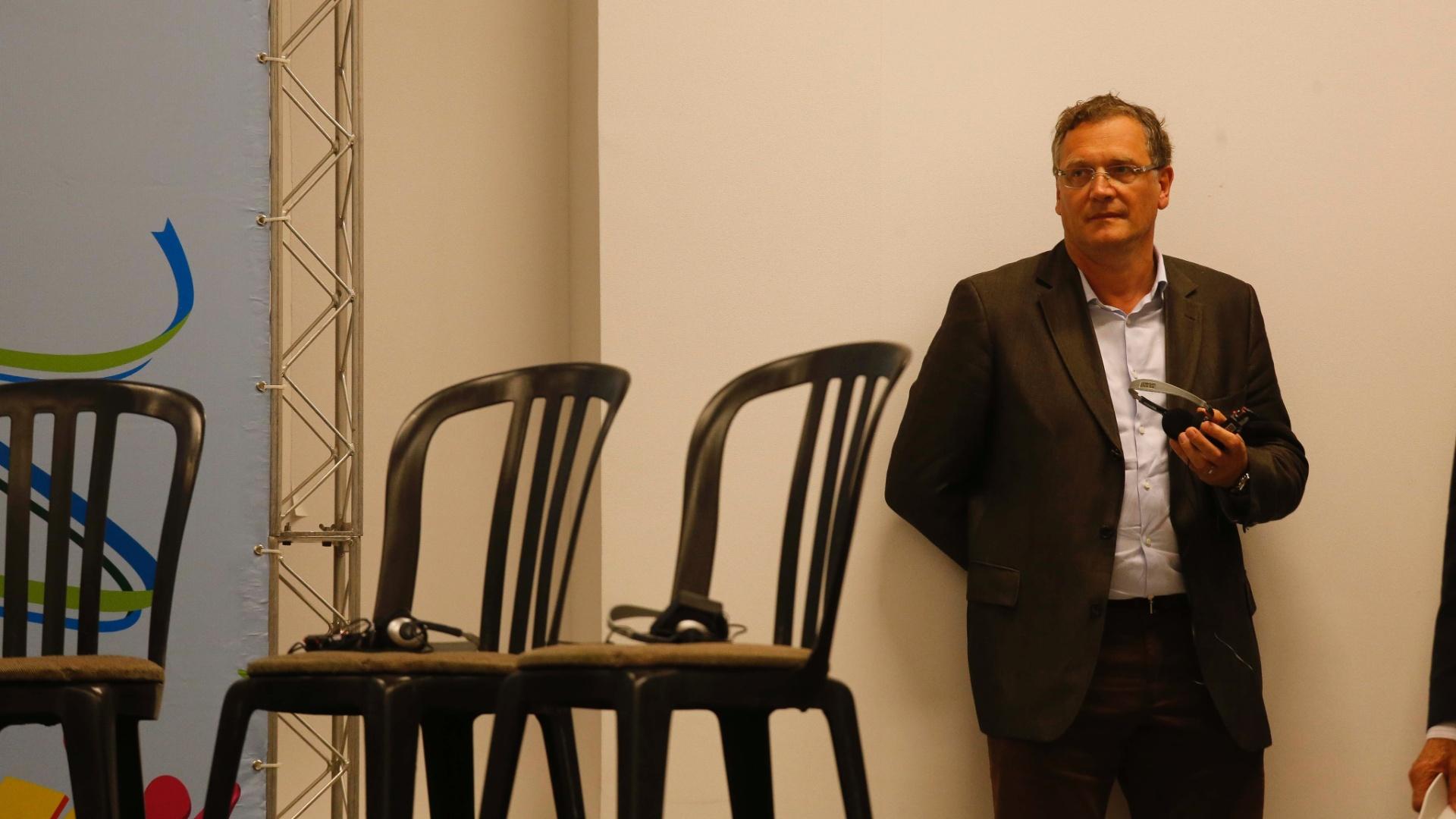 22.04.2014 - Secretário-geral da Fifa, Jerome Valcke, aguarda para participar de coletiva no Itaquerão