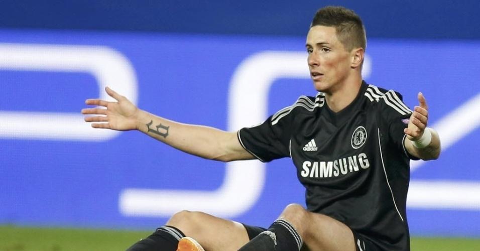 22.abr.2014 -  Fernando Torres reclama após ser derrubado na partida entre Chelsea e Atlético de Madri pelas semifinais da Liga dos Campeões