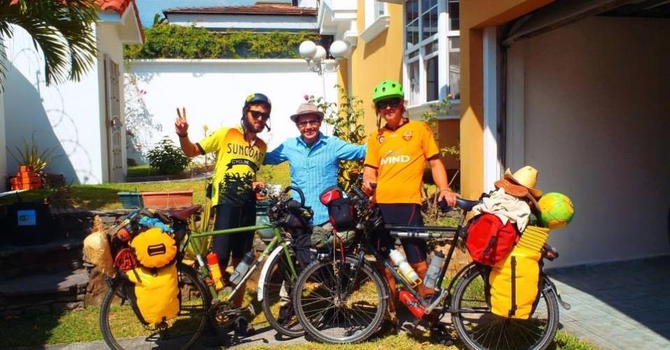 Estrangeiros pedalam dos Estados Unidos ao Brasil para ver a Copa