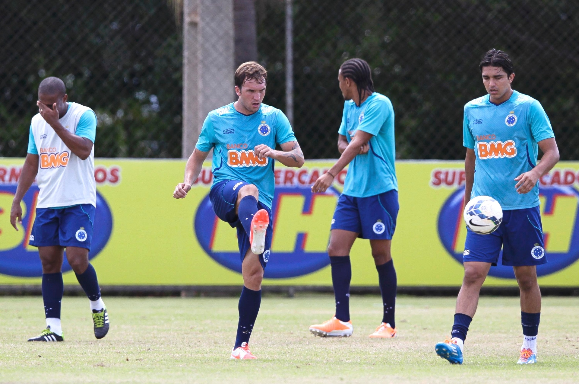 Willian Farias aproveita chance e esquenta disputa no Cruzeiro - Esporte -  BOL 8f6a4f654a516