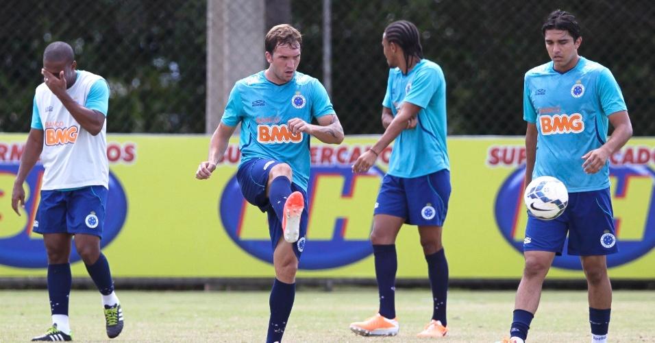 Willian Farias projeta sequência para ganhar espaço no Cruzeiro - Futebol -  UOL Esporte 7ab9806e33828