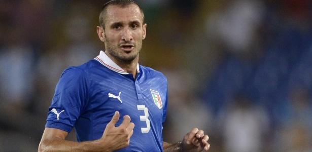 Giorgio Chiellini, da Itália, foi suspenso por 3 jogos por cotovelada