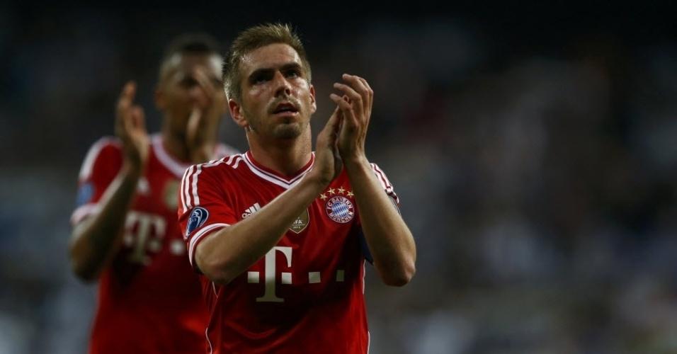 23.abr.2014 - Jogadores do Bayern aplaudem torcida após derrota para o Real Madrid no primeiro jogo das semifinais da Liga dos Campeões