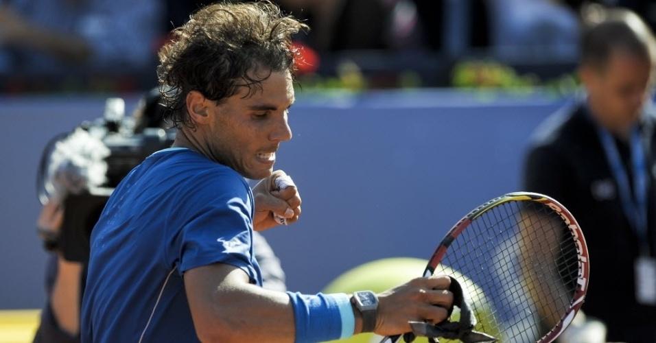 23.abr.2014 - Rafael Nadal comemora muito após vencer o compatriota Albert Ramos