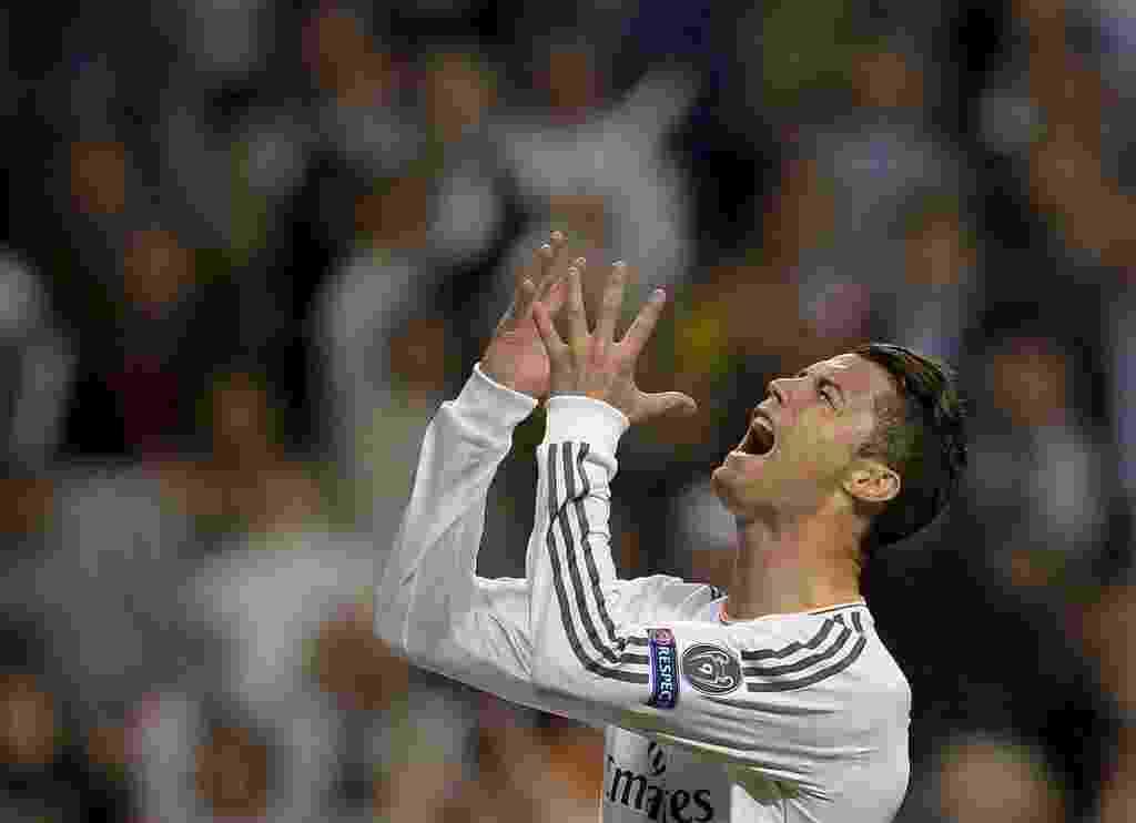 Cristiano Ronaldo lamenta chance perdida na partida contra o Bayern de Munique - (23.abr.2014) - AFP PHOTO/ DANI POZO