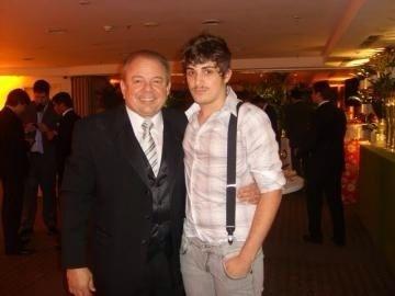 Paulo do Valle posa para foto com seu avô, Luciano do Valle