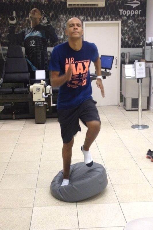 Zagueiro Alex Silva, do Boa Esporte, recupera-se de cirurgia no joelho esquerdo