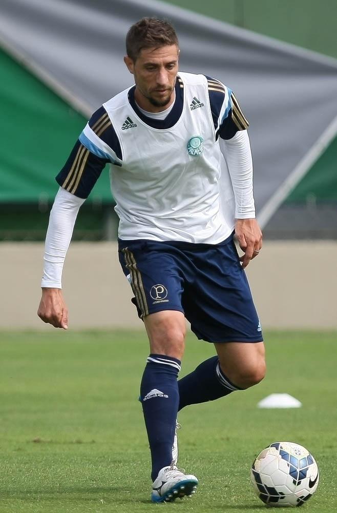 23-03-2014 - Eguren não consegue mostrar futebol que o levou para seleção uruguaia