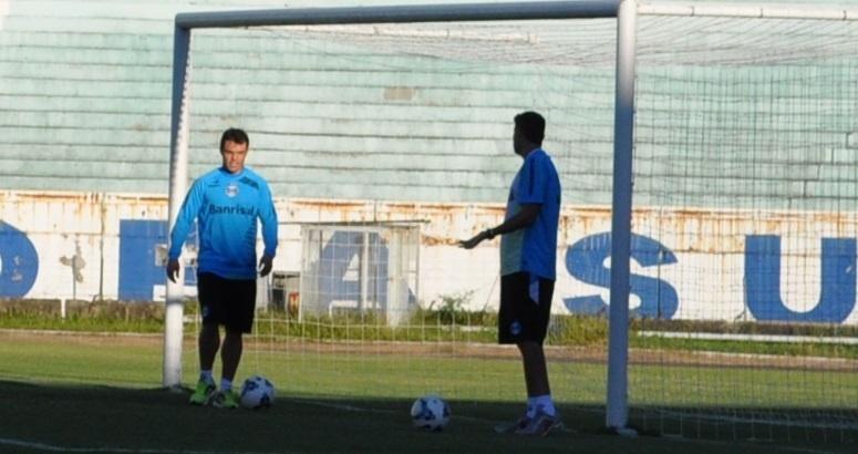 25 abr 2014 - Kleber volta a treinar normalmente no Grêmio