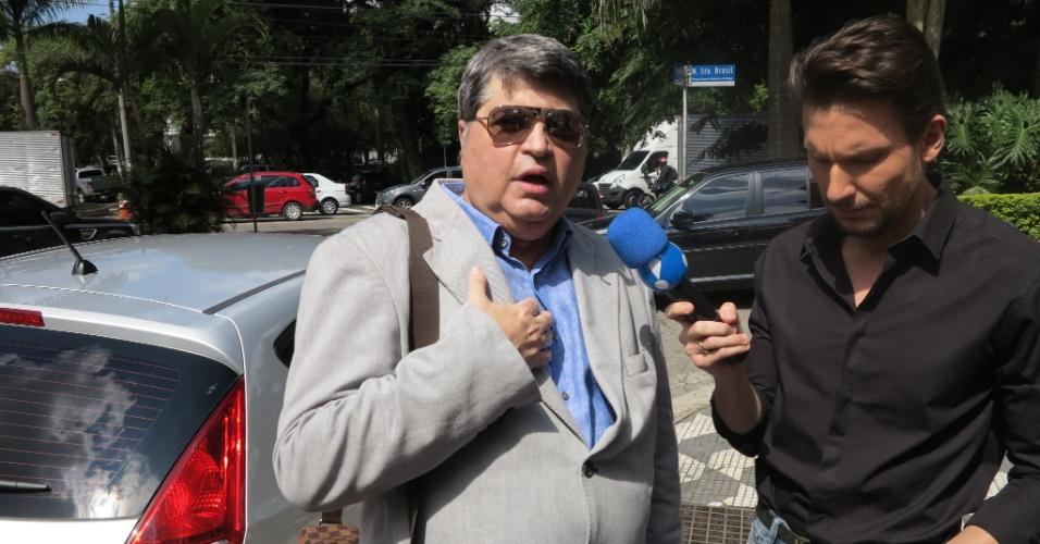 25.abr.2014 - Apresentador Datena comparece à missa de sétimo dia de Luciano do Valle