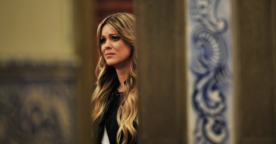 25.abr.2014 - Apresentadora Renata Fan se emociona durante missa de sétimo dia de Luciano do Valle