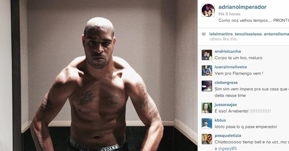 Adriano posta foto em rede social mostrando seus músculos e exalta boa forma: