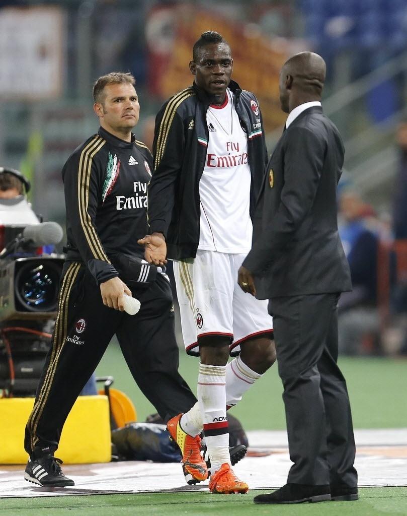 Balotelli questiona Seedorf por substituição no jogo