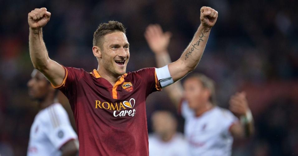 Totti celebra gol do companheiro de Roma, Gervinho, sobre o Milan