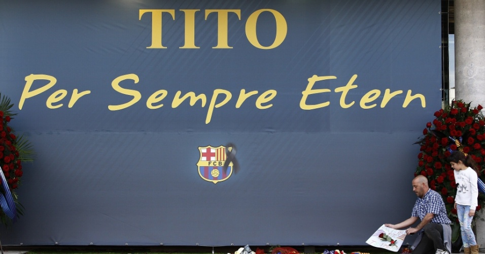 26.04.2014 - Fãs prestam homenagem a Tito