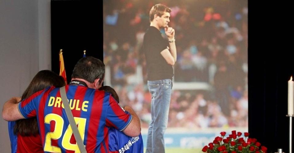 26.04.2014 - Torcedores prestaram a sua última homenagem a Tito Vilanova, durante o velório do ex-treinador do Barcelona