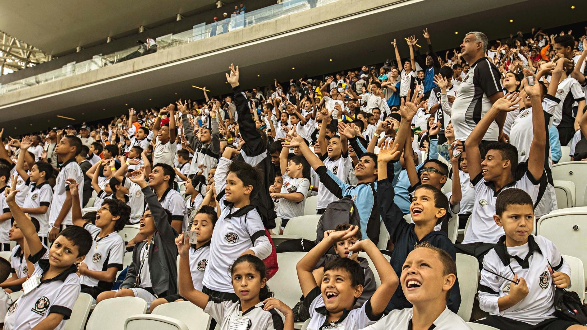 26.abr.2014 - Corinthians realiza evento teste no Itaquerão com 5 mil crianças