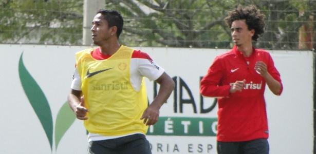 Diogo deve assumir a lateral, mas J. Henrique (e) pode ser improvisado. Valdívia assume a vaga de Alex - Carmelito Bifano/UOL