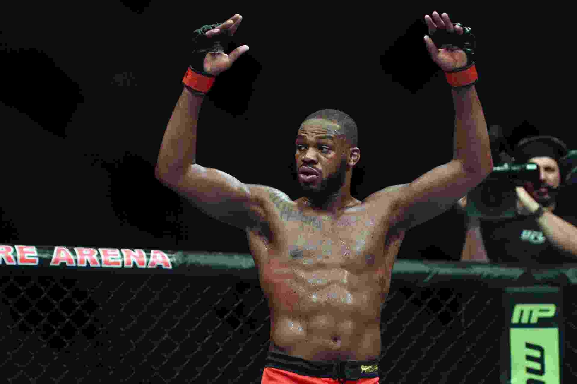 26.abr.2014 - Norte-americano conseguiu dominar os cinco rounds da luta contra Glover Teixeira e venceu por pontos no UFC 172 - Tommy Gilligan/USA TODAY