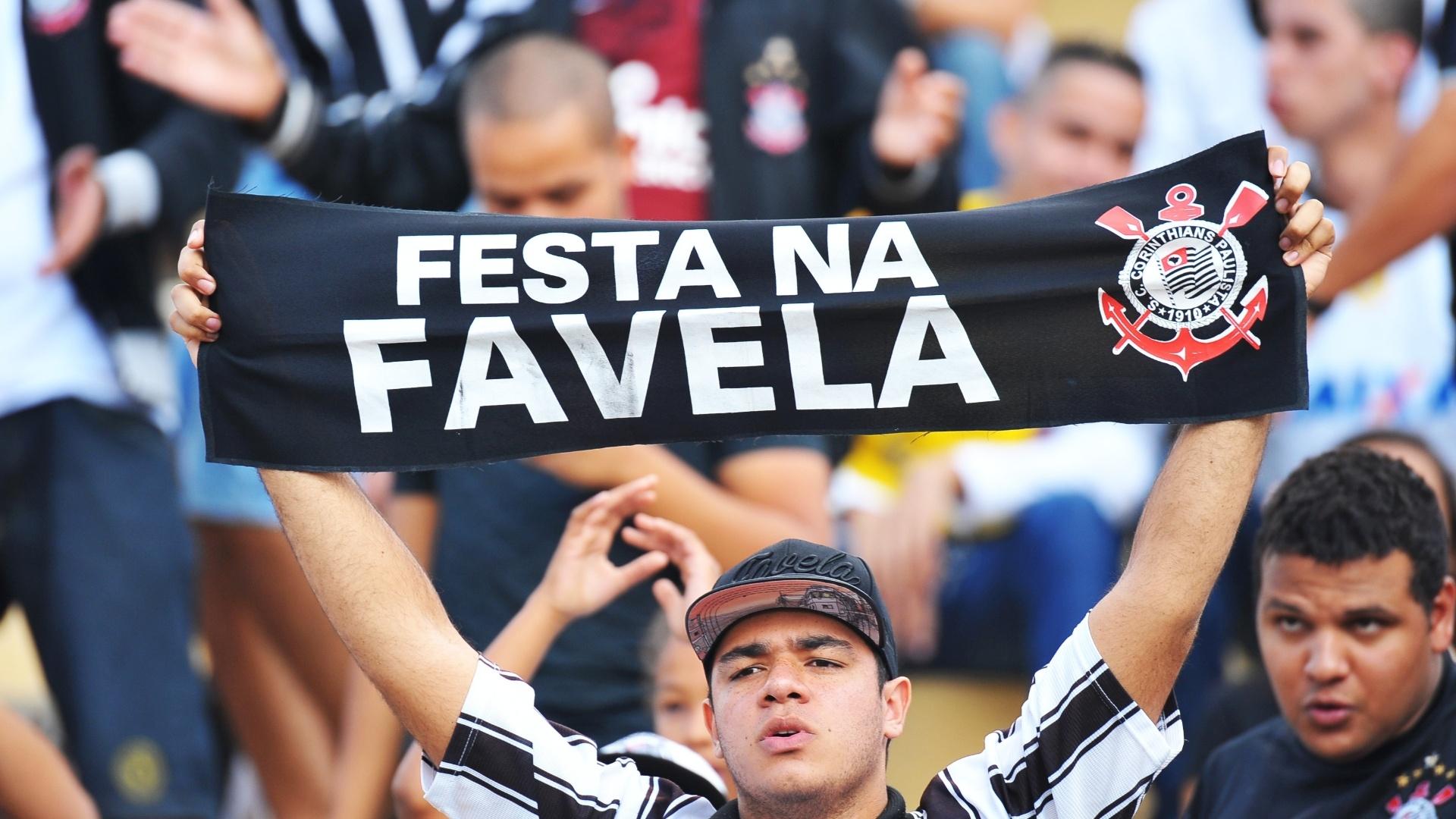 Torcedor corintiano vai em peso ao Pacaembu para o duelo contra o Flamengo, pelo Campeonato Brasileiro 27.abr.2014