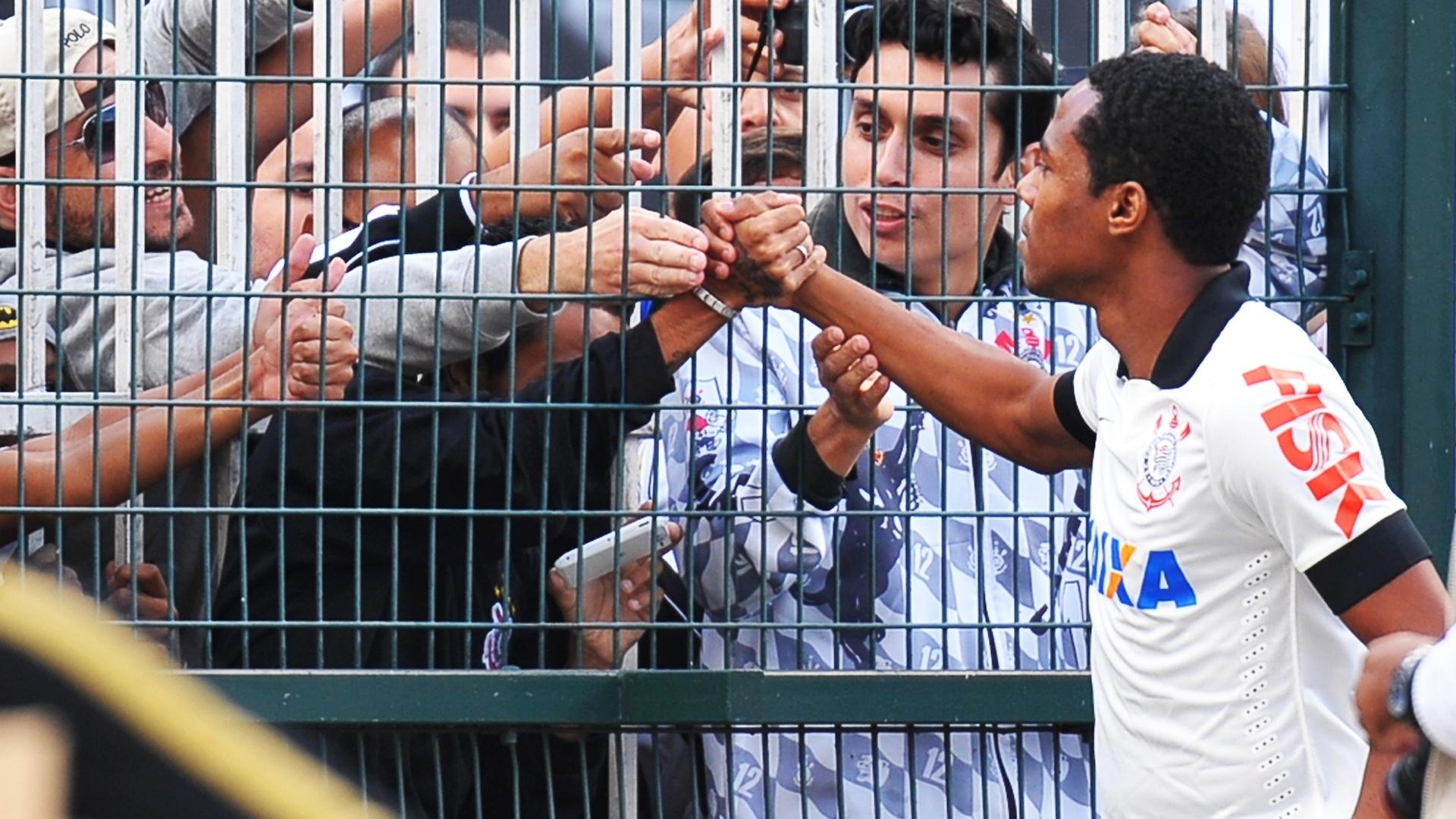 Elias é apresentado à torcida do Corinthians antes do jogo no Pacaembu 27.abr.2014