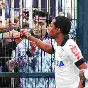 Elias é apresentado à torcida do Corinthians antes do jogo no Pacaembu 27.abr.2014 - Reinaldo Canato/UOL