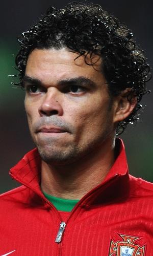 15.nov.2013 - Pepe, de Portugal, se perfila antes da partida contra a Suécia pela repescagem para a Copa do Mundo-2014