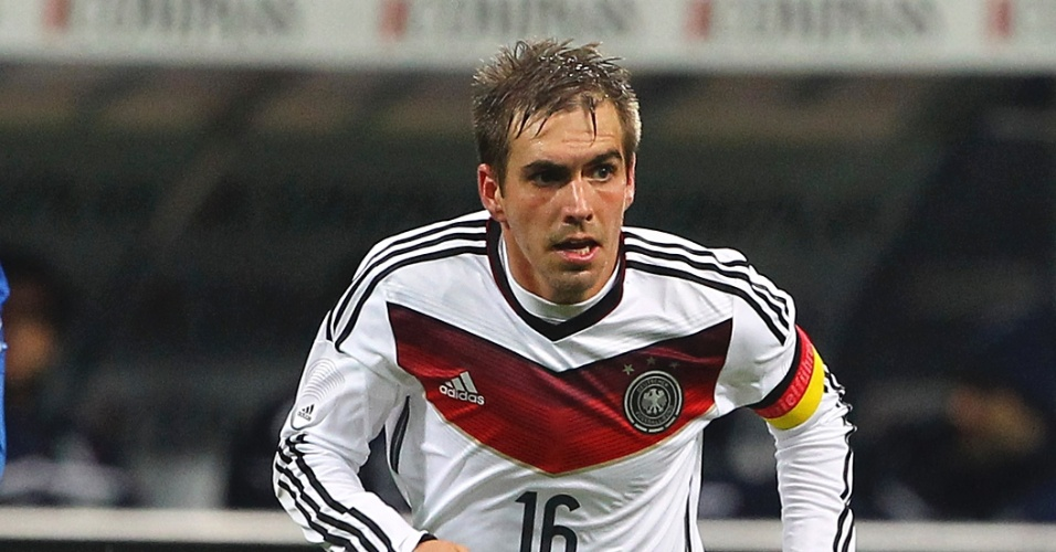 15.nov.2013 - Philipp Lahm, da Alemanha, parte para o ataque durante amistoso contra a Itália em Milão