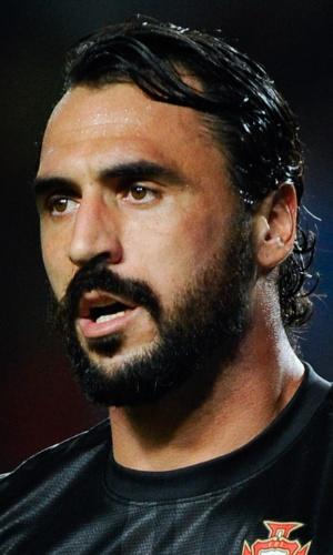 15.out.2013 - Hugo Almeida, de Portugal, observa jogada durante a partida contra Luxemburgo pelas eliminatórias da Copa do Mundo-2014