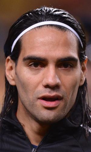 19.nov.2013 - Radamel Falcao Garcia, da Colômbia, canta o hino nacional antes do amistoso contra a Holanda em Amsterdã
