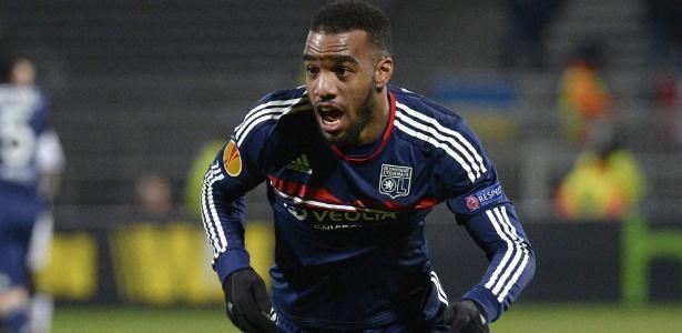 Lacazette, atacante do Lyon e da França, está na lista de possíveis reforços do Barça - PHILIPPE DESMAZES/AFP