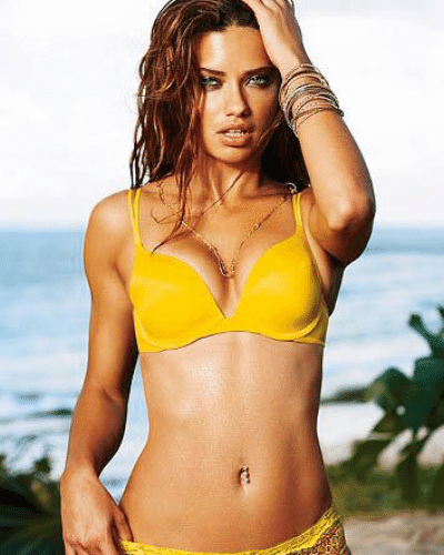 """A modelo braisleiro Adriana Lima posou vestida com as cores de uma banana para demonstrar apoio a Daniel Alves: """"Hoje meu figurino foi inspirado na banana... mando um carinho especial aos meus irmãos de pátria #DaniAlves e #Neymar! #somostodosmacacos"""""""