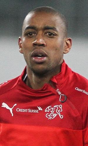 05.mar.2014 - Gelson Fernandes, da Suíça, se aquece antes do amistoso contra a Croácia em St. Gallen