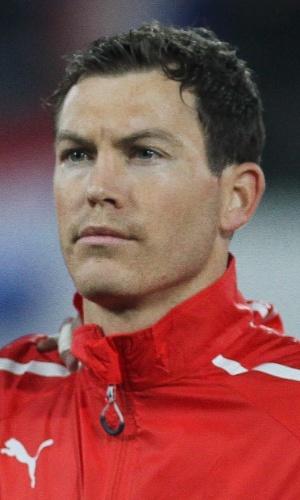 05.mar.2014 - Stephan Lichtsteiner, da Suíça, se perfila antes do amistoso contra a Croácia em St. Gallen