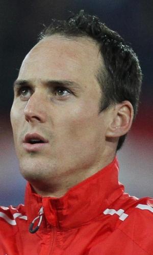 05.mar.2014 - Steve von Bergen, da Suíça, canta o hino nacional antes do amistoso contra a Croácia em St. Gallen