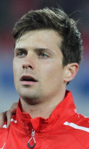05.mar.2014 - Valentin Stocker, da Suíça, canta o hino nacional antes do amistoso contra a Croácia em St. Gallen