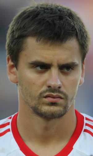 06.jun.2013 - Georgi Schennikov, da Rússia, fica perfilado antes da partida contra a Espanha na Eurocopa sub-21