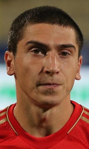 15.nov.2013 - Aleksei Ionov, da Rússia, fica perfilado antes do amistoso contra a Sérvia em Dubai